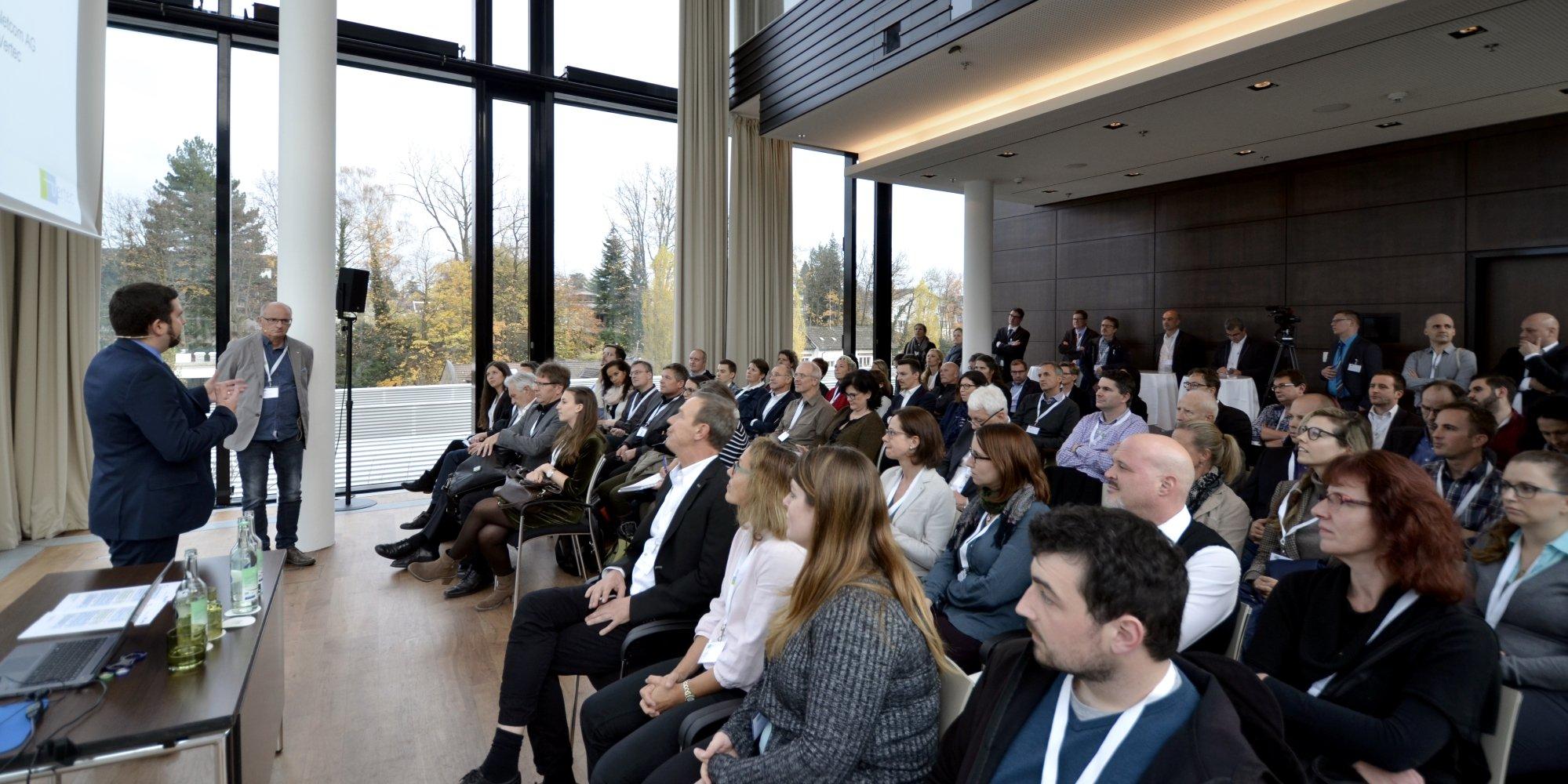 Andreas Fiechter (Boess + Partner AG, vorne rechts) und Michel Wipf (Spektra Netcom AG) auf der Vertec Anwendertagung.