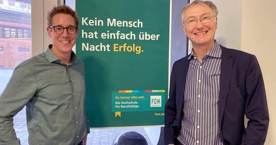 Tobias Wielki und Prof. Dr. Markus Dahm an der FOM Hamburg