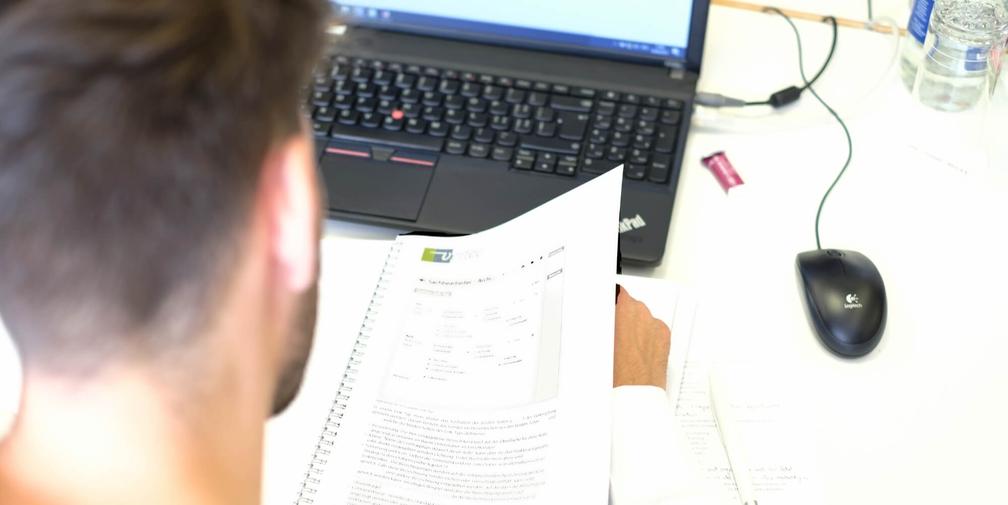 Vertec-Kurse: Laptop und Dokumentation werden gestellt.