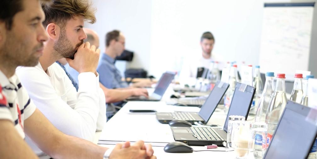 Die Kurse von Vertec finden in kleinen Gruppen mit maximal zwölf Teilnehmern statt.